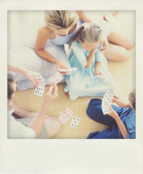 Laboratorio de matemáticas: cartas de múltiplos y divisores.